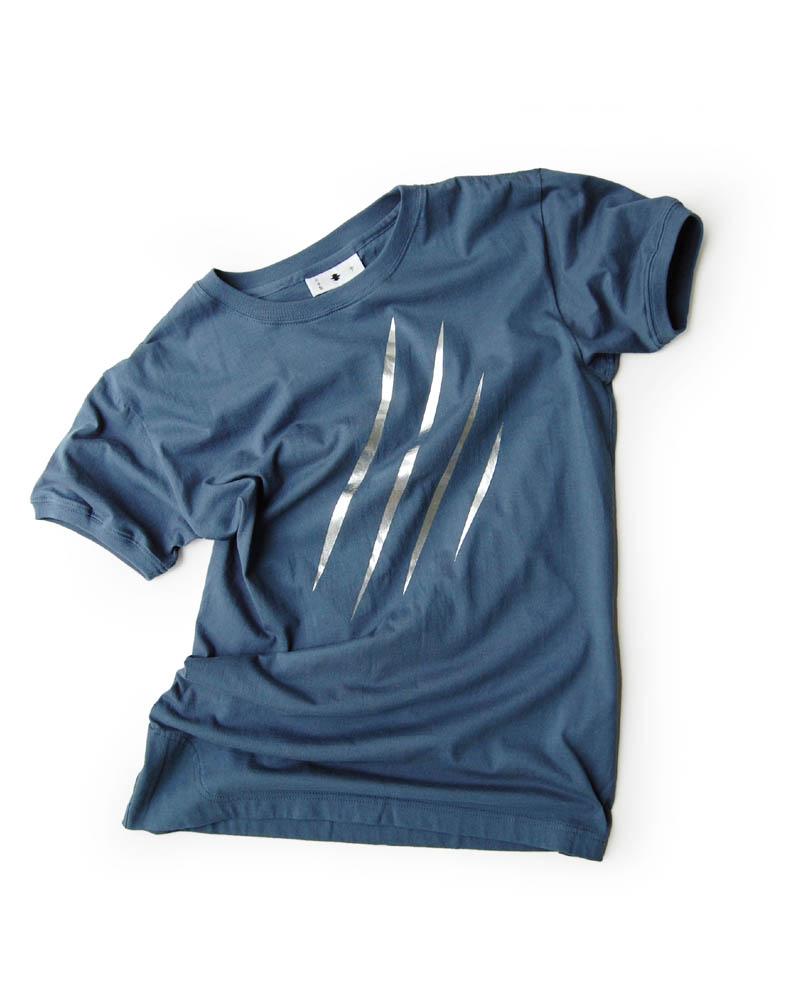 T-shirt model #32